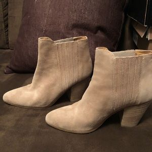 Kenneth Cole Maci Ankle Bootie in Beige Suede 8.5